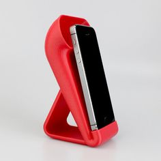 This iPhone Amplifier prints support free and is a great desktop decoration. With a similar aesthetic quality to a gramophone, it will increase the depth and loudness played from your phone. Why not give it a funky paint job to give it more pop? Ideal for the home or office.  Designed for the iPhone 5/5S/5C, but will work with any other phone which as a speaker located on the bottom.