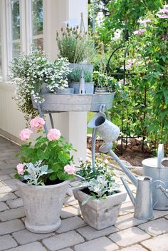 My little paradise beautiful flowers garden, gravel garden и garden. Cottage Garden Design, Cottage Garden Plants, Garden Planters, Beautiful Flowers Garden, Beautiful Gardens, Landscaping Tips, Garden Landscaping, Magic Places, Unique Cottages