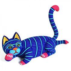 Luis Pablo: Cat Tengo varias figuras parecidas  aéste gato, me emncantan los colores vibrantes y la posición del gato.