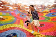 Big Crochet. Um Playground que estimula a criatividade através de cores e formas orgânicas.