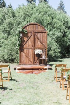 Hand crafted by my Father-in-Law, these barn doors will make an amazing backdrop for your out door wedding. These beautifully hand distressed doors will look amazing in any setting. The doors are able to be taken down in sections and are easy to set up. They also come with a stage that is perfectly sanded …