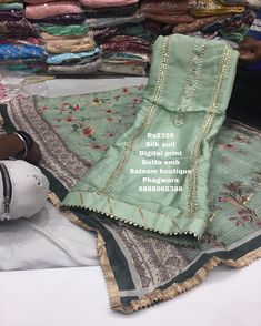 Fabric Painting On Clothes, Painted Clothes, Salwar Neck Designs, Lehenga Designs, Embroidery Suits, Hand Embroidery Designs, Latest Punjabi Suits, Choli Blouse Design, Ethinic Wear