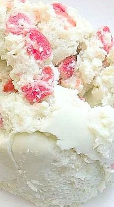 7-Up Salad - Made with 7 up, marshmallows, lime jello, cream cheese, cherries, pineapple, and cool whip. ❊