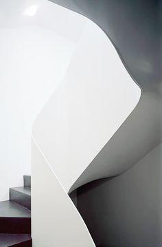 9264155e45e483 .steel handrail rolled in curve Minimal Architecture
