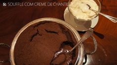 souffle de chocolate com creme de chantilly