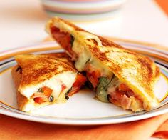 Toasties, toasted sandwiches, jaffles - whatever you call them, making a sandwich with toast instead of bread inspires amazing lunch recipe ideas. Bacon Recipes, Grilling Recipes, Lunch Recipes, Cooking Recipes, Sandwich Maker Recipes, Sandwich Ideas, Kos, Australian Food, Australian Recipes