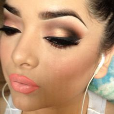 Love the blending of her eye makeup looks gorgeous x