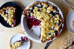 credited to Meredith L/bridge - blackberry-blueberry crumb pie – smitten kitchen Blueberry Crumb Pie, Blackberry Crumble, Fruit Recipes, Sweet Recipes, Dessert Recipes, Recipies, Pie Crumble, Crumble Topping, Cheesecakes