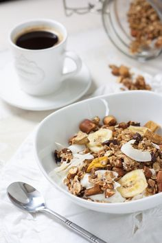 Simply grab his favorite cereal and dress it up with bananas and cocoa nibs or make homemade granola the night before to have it ready to go in the A. Healthy Breakfast Recipes, Snack Recipes, Organic Granola, Dubai Food, Breakfast Specials, Organic Recipes, Food Blogs, Food Inspiration, Brunch
