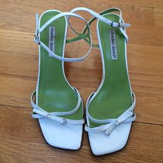 Shop Women's Charles David White size 8 Heels at a discounted price at Poshmark. Description: Made in Italy, all leather, 2 heel. Pretty Shoes, Beautiful Shoes, High Heels, Shoes Heels, Pumps, Sock Shoes, Swag Girl Style, Piercing, Funky Shoes