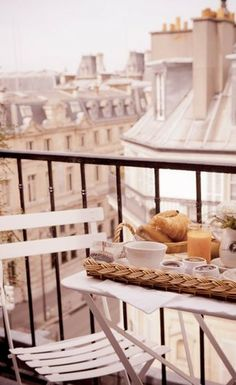 Bruch on the deck in Paris: Le Petit Dejeuner | parisbytwo.com #france