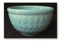 Vintage McCoy mixing bowl with feather/fishscale design. Antique Glassware, Vintage Kitchenware, Vintage Bowls, Vintage Dishes, Mccoy Pottery Vases, Weller Pottery, Pottery Art, Ceramic Bowls, Stoneware