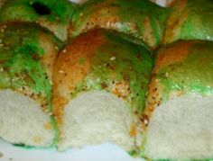 """""""Moldy Dinner Rolls"""" For gross out halloween meal. Dinner rolls, butter tinted with green food coloring Gross Halloween Foods, Halloween Menu, Halloween Appetizers, Halloween Desserts, Holidays Halloween, Halloween Kids, Halloween Treats, Holiday Treats, Holiday Fun"""