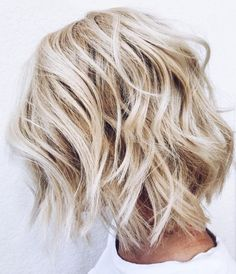 70 Perfect Medium Length Hairstyles for Thin Hair White Blonde Shaggy Bob Blonde Lob, White Blonde, Blonde Waves, Brunette Hair, Choppy Bob Hairstyles, Straight Hairstyles, Fine Hairstyles, 1940s Hairstyles, School Hairstyles