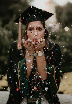 Baylor University 2018 Graduate – Jesse Kay Photography Source by christinenoellm dress university Nursing Graduation Pictures, Graduation Picture Poses, College Graduation Pictures, Graduation Portraits, Graduation Photoshoot, Grad Pics, Creative Senior Pictures, Girl Senior Pictures, Senior Pics