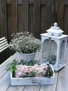 Garden table decoration Source by xdx Garden Table, Balcony Garden, Shabby Chic Style, Shabby Chic Decor, Tufted Dining Chairs, Deco Nature, Deco Floral, Outdoor Living, Outdoor Decor