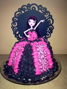 monster high craft ideas | Diva Draculaura Monster High Cake by Kanar... | Cake Decorating Ideas
