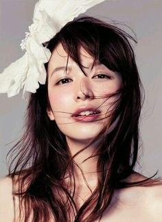 Natural, slightly flushed/sunburned, dewy mori girl look. Japanese Beauty, Japanese Girl, Asian Beauty, Asian Woman, Asian Girl, Beautiful Figure, Cute Beauty, Japanese Models, Poses