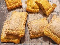 Kókuszos-körtés párnák egyszerű vajastésztából Apple Pie, Food, Diet, Apple Cobbler, Essen, Yemek, Meals, Apple Pies