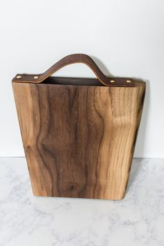 Learn how to add a leather handle to a cutting board. This detail gives your cutting board a bit more style and practicality. Diy Wood Projects, Wood Crafts, Diy Leather Handle, Bamboo Weaving, Wood Cutting Boards, Shabby Chic Decor, Craft Stores, Diy Gifts, Reusable Tote Bags