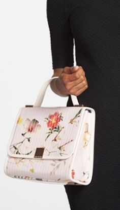 floral cross body bag http://rstyle.me/n/nppn2pdpe