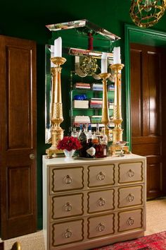 House Beautiful I happened again upon this photo of the 350 square foot Georgetown apartment of interior designer Matthew Bees painted . Green Rooms, Light Decorations, Decor, Small Space Organization, Green Interiors, Interior Inspiration, Lovely Apartments, Chinoiserie Chic, Global Views Furniture