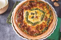 La torta salata di asparagi è un piatto di stagione ricco e sostazioso, perfetto per i pic-nic e per i buffet di primavera.