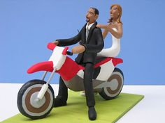Clara Bosch. Couple on a motorcycle. Paper mache figurines.
