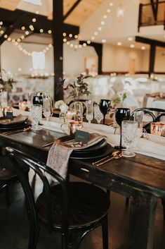 Stunning copper and black wedding table decor. Obsessed with all the moody vibes. Wedding Table Decorations, Wedding Table Settings, Romantic Wedding Decor, Black Wedding Decor, Copper Wedding Decor, Wedding Ideas, Black Decor, Wedding Colors, Wedding Flowers