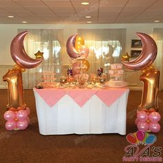 Twinkle Twinkle Little Star Balloon Decor and Candy Display for Birthday… Balloon Decorations Party, Birthday Party Decorations, Balloon Ideas, Birthday Ideas, Baby Girl First Birthday, First Birthday Parties, Birthday Celebration, Star Baby Showers, Star Party