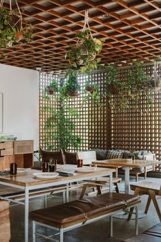 Certainly, the family restaurant can be found in virtually every place in Bali. Outdoor Restaurant Design, Restaurant Entrance, Bali Restaurant, Architecture Restaurant, Rustic Restaurant, Restaurant Concept, Ideas Cafe, Design Café, Small Restaurants