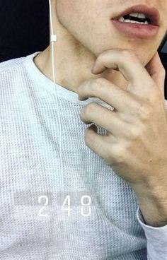 I swear I wanna kiss those lips Froy Gutierrez, Beautiful Boys, Pretty Boys, Tumbler Boys, Fotos Do Instagram, Pink Instagram, Aesthetic Boy, Jawline, Hot Boys