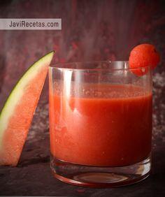 Ingredientes para hacer Gazpacho de Sandía (4 vasos):      600 gramos de tomate en rama     500 gramos de sandía (con la piel ya quitada)...