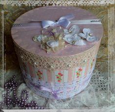 Boîte ronde shabby chic, romantique,boîte mariage ronde,urne mariage : Boîtes, coffrets par crealicelie