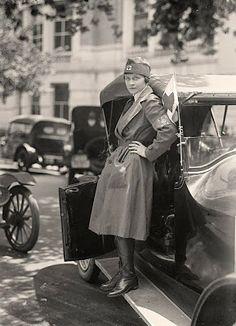 Red Cross nurse 1917