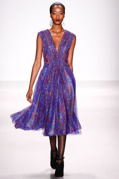 Tadashi Shoji Fall 2014 Ready-to-Wear Collection Slideshow on Style.com
