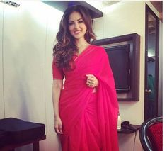 #Plain #Simple #Pink #Saree  Sunny Leone is looking beautiful in this simple attire.   Brides this time try something simple and sober like this #beautiful saree.