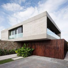 OON Architecture, Casa Güell- OON Architecture Best Picture For high rise Resi… Modern Residential Architecture, Minimal Architecture, Facade Architecture, Architecture Definition, Japanese Architecture, Sustainable Architecture, Villa Design, Modern House Design, Facade House