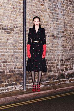 Alexander McQueen: pre-fall 2016 caleidoscópico e selvagem - Vogue | Desfiles