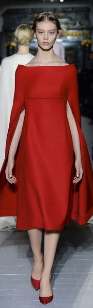 Simply elegant and ladylike. Valentino 2013