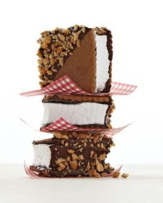 """Cinnamon and Sugar Graham Crackers. """"Graham crackers are surprisingly easy to make. Use this recipe to make our Marshmallow Cookie Sandwiches. Brownie Desserts, No Bake Desserts, Dessert Recipes, Dinner Recipes, Recettes Martha Stewart, Martha Stewart Recipes, Marshmallow Cookies, Toasted Marshmallow, Slow Cooker Desserts"""