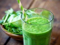Batido verde diet e sucos green drink recipes, mint smoothie y green breakf Weight Loss Smoothies, Healthy Smoothies, Healthy Drinks, Healthy Eating, Superfood Smoothies, Green Superfood, Healthy Shakes, Healthy Fit, Healthy Detox