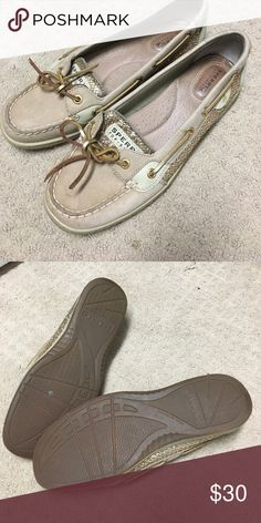 Sperry boat shoes in excellent condition These Sperrys have only been worn once. Super comfy and excellent condition. Size 9. Sperry Shoes Flats & Loafers