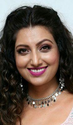 Beauty Full Girl, Beauty Women, India Beauty, Asian Beauty, Most Beautiful Bollywood Actress, Indian Actress Hot Pics, Bollywood Girls, Sonakshi Sinha, Indian Beauty Saree