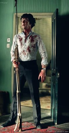 Benedict Cumberbatch/Sherlock covered in blood with a harpoon~ I want to cosplay this SOOOOO bad Benedict Sherlock, Sherlock John, Sherlock Holmes Bbc, Sherlock Fandom, Shinee Sherlock, Sherlock Holmes Dibujos, Sherlock Holmes Benedict Cumberbatch, Sherlock Quotes, Funny Sherlock