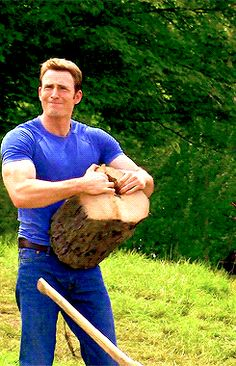 Steve Rogers tearing apart a log with his bare hands. Captain America in The Avengers: Age of Ultron (Chris Evans) Chris Evans Captain America, Captain America Bucky, Captain Marvel, Hero Marvel, Capitan America Chris Evans, Marvel Avengers, Marvel Gif, Captain America Meme, Captain America Aesthetic