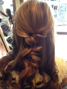 Casual bride hair with a twist