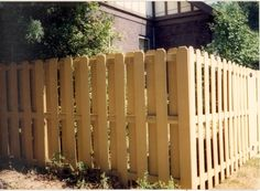 There are so many wood fence designs to choose from when you want to protect your dogs and I know that it is not going to be such a pretty straightforward kind of job for most of you to deal with because you have to weigh so many factors