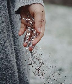 glitter, silver, and sparkle image Glitter Fotografie, Glitter Photography, Girl Photography, Photographie Portrait Inspiration, Gray Aesthetic, Sparkles Glitter, Glitter Dust, Glitter Eye, Nouvel An