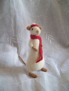 needle-felted mouse ||| doll, plush, toy, mouse house, dollhouse, fabric
